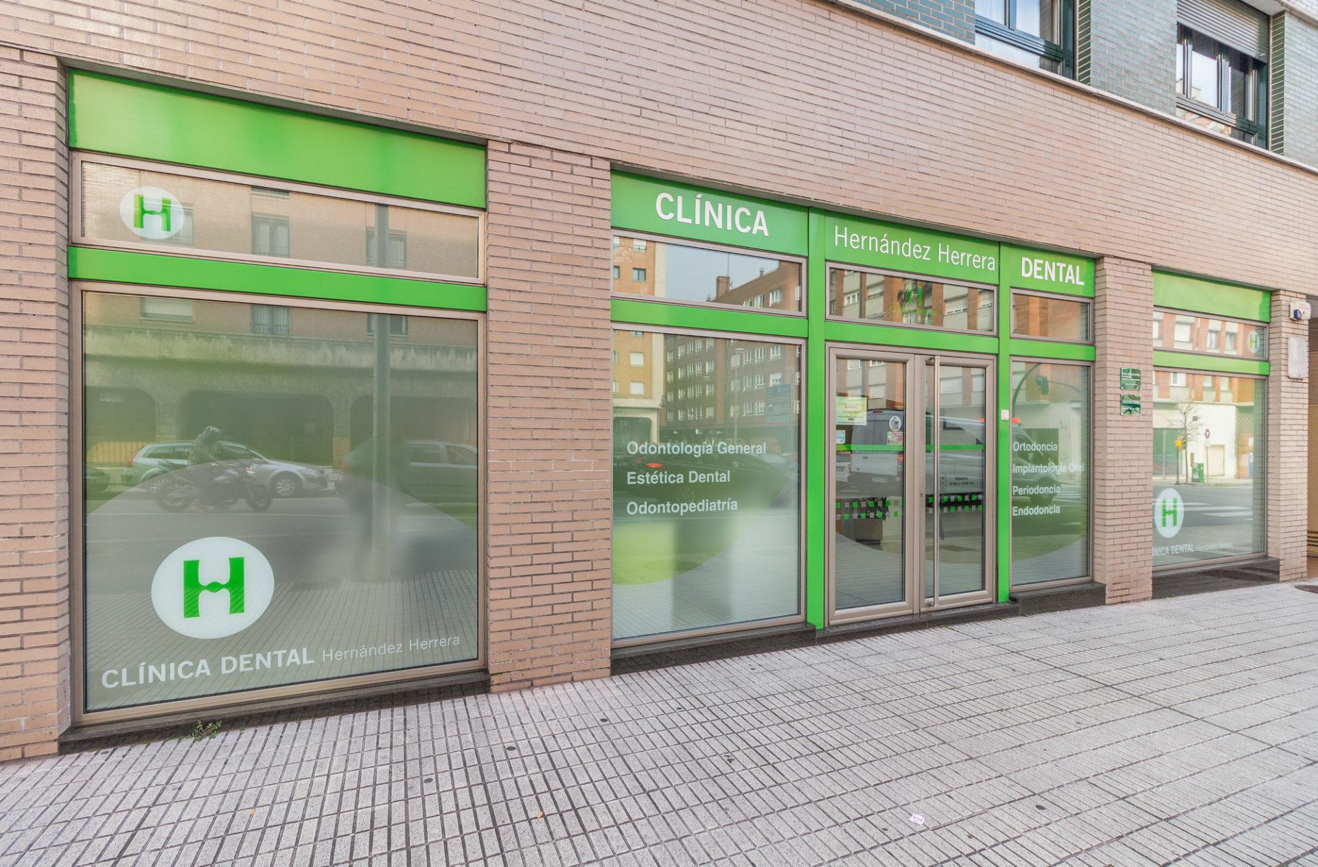 Exteriores Clínica Dental en La Clazada Gijón