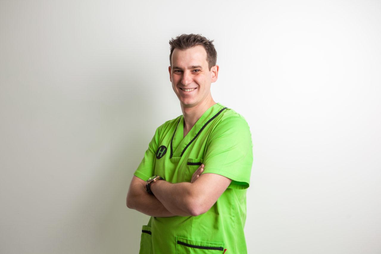 Dr. Manuel Hernández: Odontología general, endodoncia y cirugía