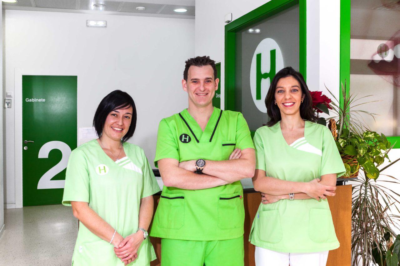 El equipo de dentistas de la Clinica Dental Hérnandez Herrera de La Calzada Gijón