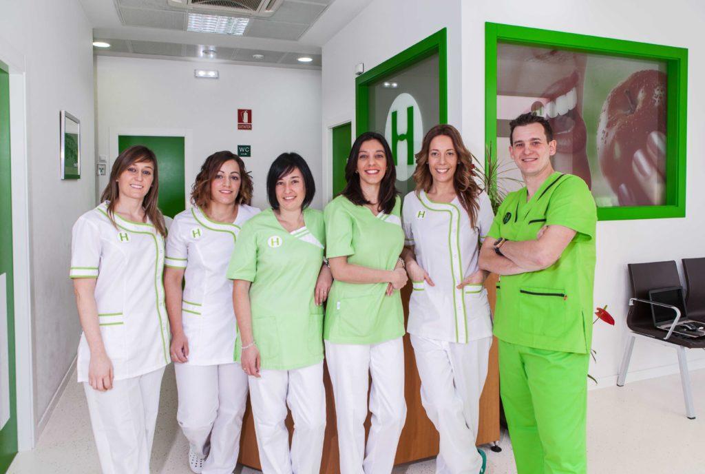 Todo el equipo de dentistas y auxiliares que compone la Clínica Dental Hernández Herrera
